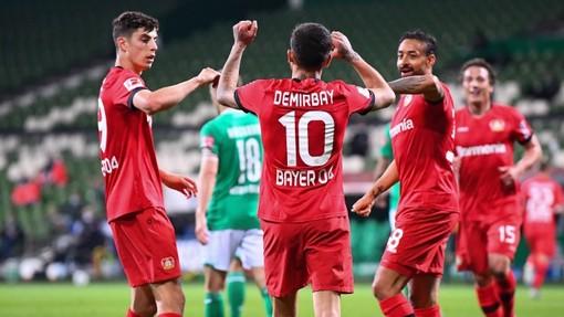 Футболисты «Байера» в матче с «Вердером»