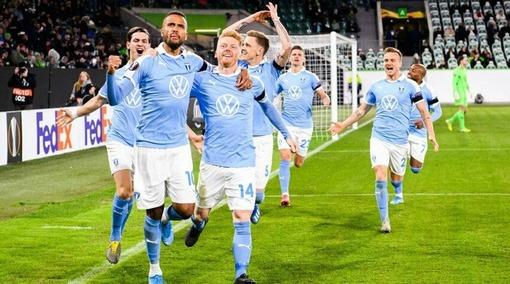 Игроки «Мальме» празднуют свой гол в ворота «Хаммарбю» (09.08.2020)