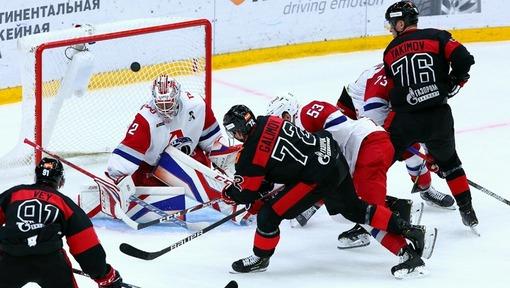 Шайба влетает в ворота «Локомотива» (13.09.2020)