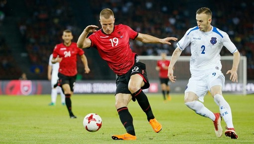 Беким Баляй (Албания) с мячом