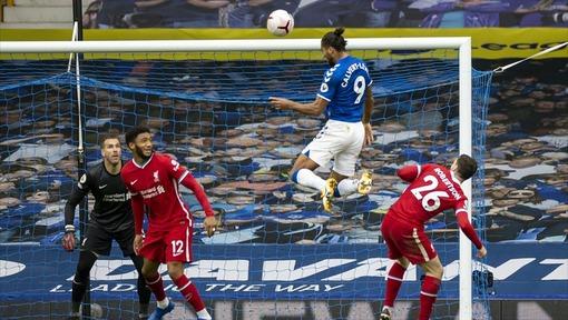Доминик Калверт-Льюин («Эвертон») забивает в ворота «Ливерпуля» (17.10.2020)