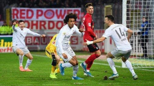 Игровой эпизод матча «Фрайбург» — «Бавария» (декабрь 2019 года)