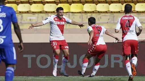 Игроки «Монако» празднуют гол